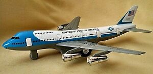 UNITED STATES OF AMERICA AIRPLANE JET TOY DIECAST PLASTIC DARON FRICTION DOORS.
