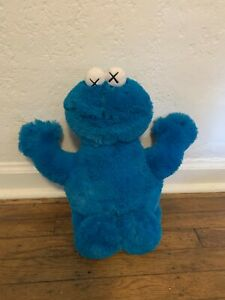 Uniqlo X Kaws Sesame Street COOKIE MONSTER Plush toy WITH ALL TAGS