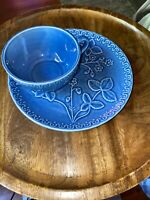 BORDALLO PINHEIRO EMBOSSED FLOWERS Cup & Saucer in Blue