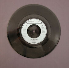 """SG 7"""" 45 rpm 1976 MOMENTS - JACK IN THE BOX / LOVE ON A TWO-WAY STREET"""