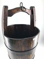 Antico secchio in legno per pozzo restaurato con rinforzi in ferro arredo casa