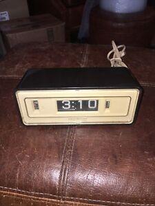 Vintage General Electric Flip Number Alarm Clock Lighted Dial Model 8127-3 Works