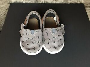 Toms Size 4 Gray With Anchors And Jolly Rogers Worn On The Bottom Of Sole.