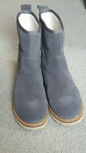 Timberland Boots Grey Women's Size 8 Hardly Worn Near Mint Condition