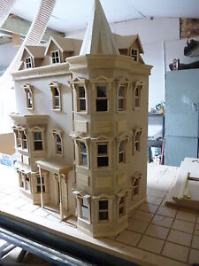 The Bentley House 1/12 scale Dolls House readymade 12DHD041