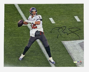 "TOM BRADY Autographed Buccaneers Super Bowl Action 16"" x 20"" Photograph FANATICS"
