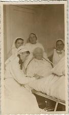 PHOTO ANCIENNE - VINTAGE SNAPSHOT - MALADE MALADIE LIT INFIRMIÈRE - NURSE BED