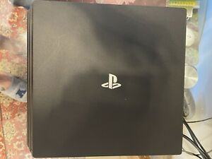 Sony PlayStation 4 Pro 1TB colorazione: Jet Black + controller DualShock gold