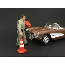 HIGHWAY PATROL OFFICER FIGURE WITH 2 CONES 1:24 SCALE AMERICAN DIORAMA 77514