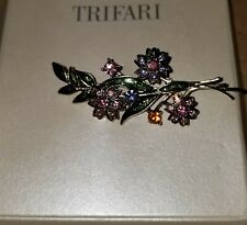 Pin Leafs Flowers Rhinestone Beauty Vintage And Gorgeous Unsigned Trifari Brooch