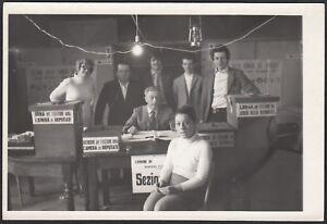 YZ0833 Italia 1960 - Un seggio elettorale da identificare - Fotografia d'epoca