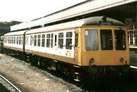 PHOTO  2 CAR DMU UNIT NO 53045 54004 AT SHEFFIELD 1986