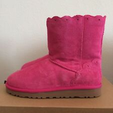 UGG Size 4 Kids Youth Girls Classic Short Fame Winter Boots Diva Pink Sheepskin