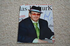 ELVIS COSTELLO signed Autogramm 20x25 cm  In Person