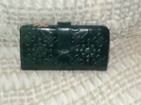 Hobo International ISSY leather embossed wallet - Evergreen  NWT