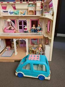 Vintage fisher price loving family dollhouse with many pieces