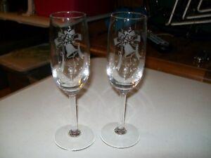 WEDDING CHAMPAGNE GLASSES / TOASTING GLASSES / ETCHED WEDDING BELLS
