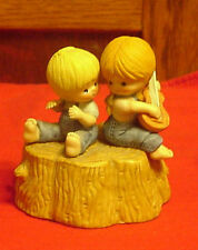 Enesco Country Cousins Scooter & Katie on tree stump Musical Box