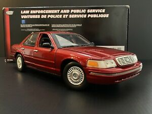 2001 Ford Crown Victoria Dark Toreador Red / Burgundy 1/18 HTF Exclusive !