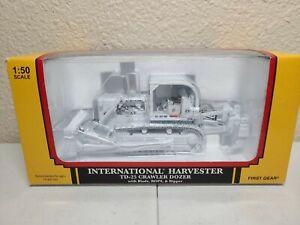 International IH TD-25 Dozer w/ Ripper White First Gear 1:50 Scale #59-3124 New!