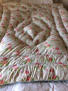 Beautiful Vintage Feather Eiderdown/ Quilt Double Cotton Pretty Flowers VGC
