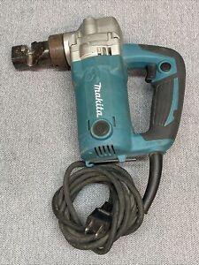 Makita JN3201 6.2 Amp 10 Gauge 1.300 Spm 81dB Small Cutting Corded Nibbler
