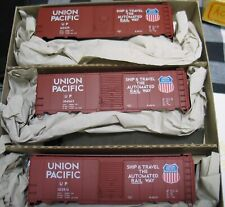 BOXED NEW UNUSED ACCURAIL HO 3-PACK UNION PACIFIC TRI-COLOR SHIELD 40' AAR STEEL