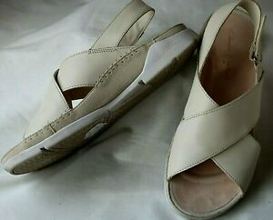 Clarks Trigenic beige cross over sling back leather sandals shoes size 6.5 D