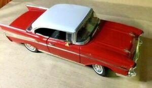 1957 Chev Bel Air Die Cast Model in 1:18 Scale Motor Max in Perpex Case Nice Car