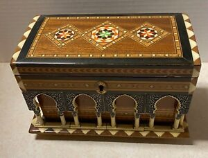 Vintage Marquetry Alhambra  Palace Granada Souvenir Building Music Box Moorish
