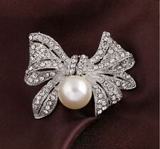 GOLD OR SILVER VINTAGE LOOK DIAMANTE RHINESTONE CRYSTAL BOW & DROP PEARL BROOCH