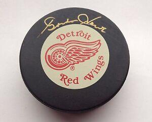Autographed Gordie Howe Hockey Puck