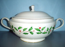 Lenox Holiday Soup Tureen/Vegetable Bowl w/Lid Handled Holly Berry New