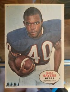 1968 Topps Pin Ups Poster Insert #8 Gale Sayers Running Back Chicago Bears