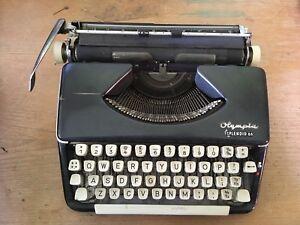 Olympia Splendid 66 old fashioned typewriter