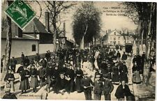 CPA BRIARE - La Fabrique de Boutons – sortie des ouvriers (212957)