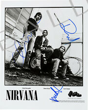NIRVANA - KURT COBAIN SIGNED 10X8 PHOTO, GREAT CLASSIC IMAGE, LOOKS GREAT FRAMED