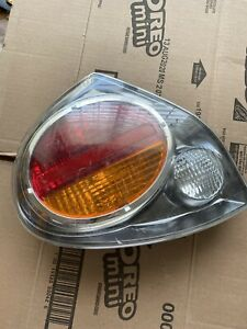 Nissan MAXIMA Driver Side TAIL LIGHT In good shape out of a 2000 model