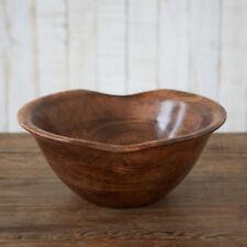 Assiettes et bols en bois pour la décoration du salon