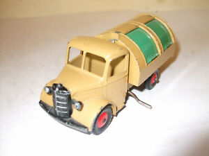 DINKY TOYS  - BEDFORD - MADE IN ENGLAND MECCANO LTD