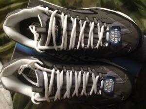 Skechers Men's Black/Gray Athletic Shoe  (13W)
