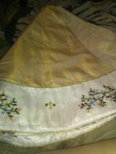 Beautiful Christmas Tree Skirt 48 inch accross