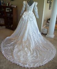 White Satin Long Sleeve Traditional Bridal Gown Wedding Dress Size 10 @ cLOSeT