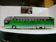 Ho scale Green/white tourbus with driver and lights