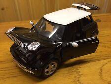 Maisto 1:18 Mini Cooper Black