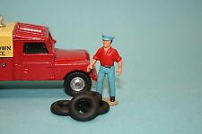 CO32 - 4 pneus noirs striés 16,5/8 pour Corgi Toys Land Rover 1er type, etc...