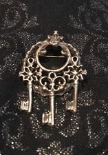 Vintage Dark Gold Tone Round Key Brooch Fleur De Lis Details Pin