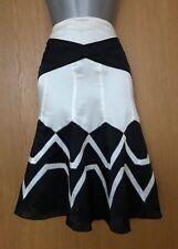 Stunning Karen Millen Black Ivory Print Silk Fit Flare Knee Length Skirt 12 UK40