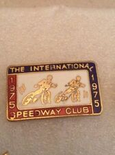 1975 INTERNATIONAL SPEEDWAY CLUB OFFICIAL DATED PIN BADGE IN VERY GOOD CONDITION