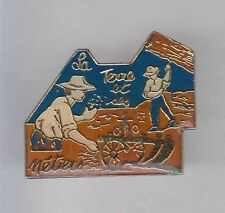 RARE PINS PIN'S .. AGRICULTURE FARM OUTIL OUTILLAGE TOOL  CHARRUE LABOURD ~AP